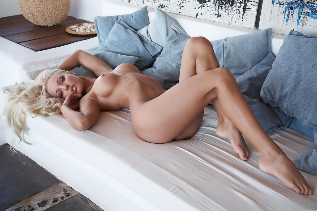 Фото красивых полностью голых девушек 1 фотография
