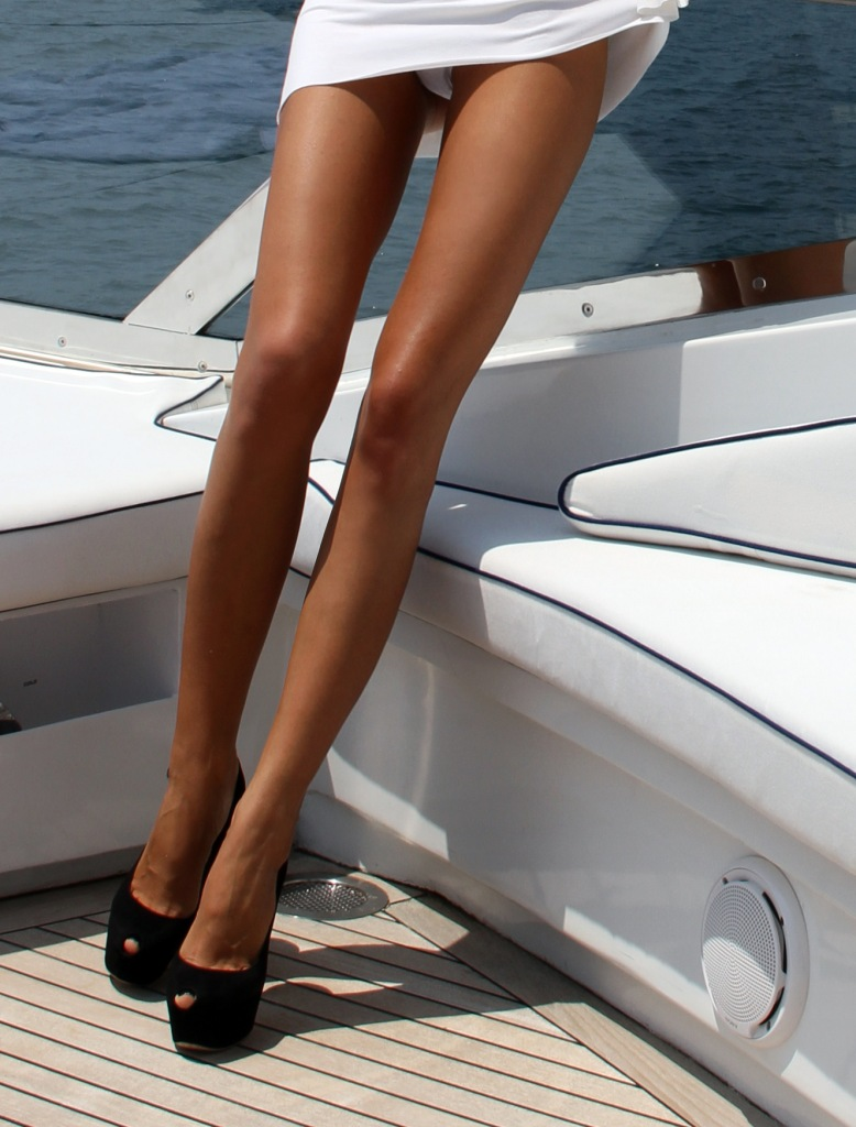 Фото ноги из жопы 13 фотография