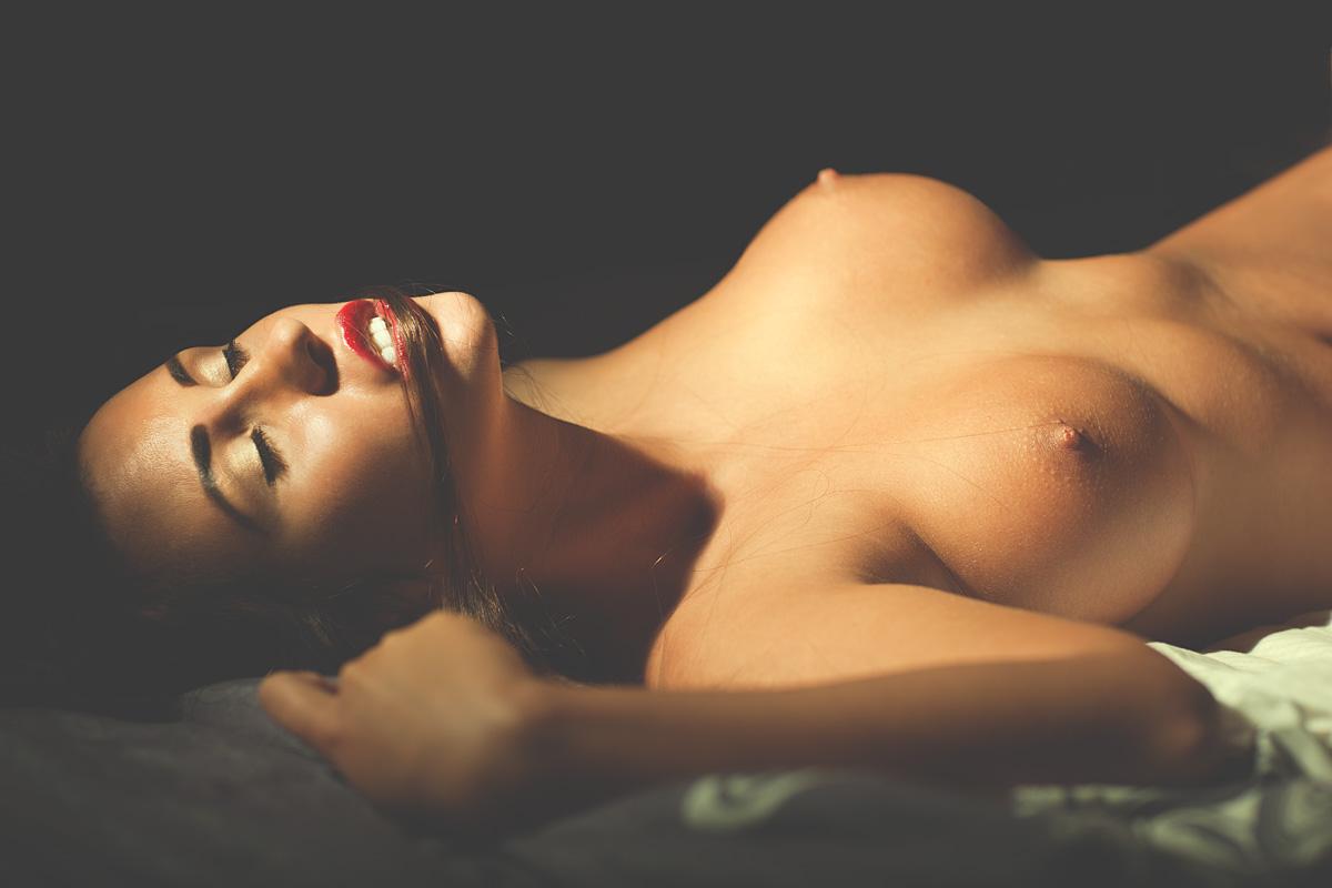 Красивая Обнаженная Женская Грудь Фото
