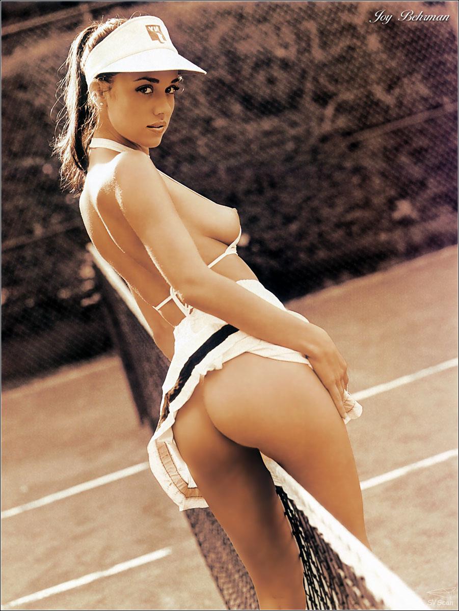Спортсменки в мини юбках засветились