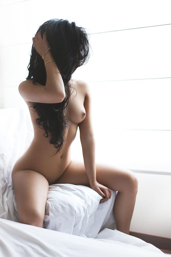bryunetki-foto-erotichnie