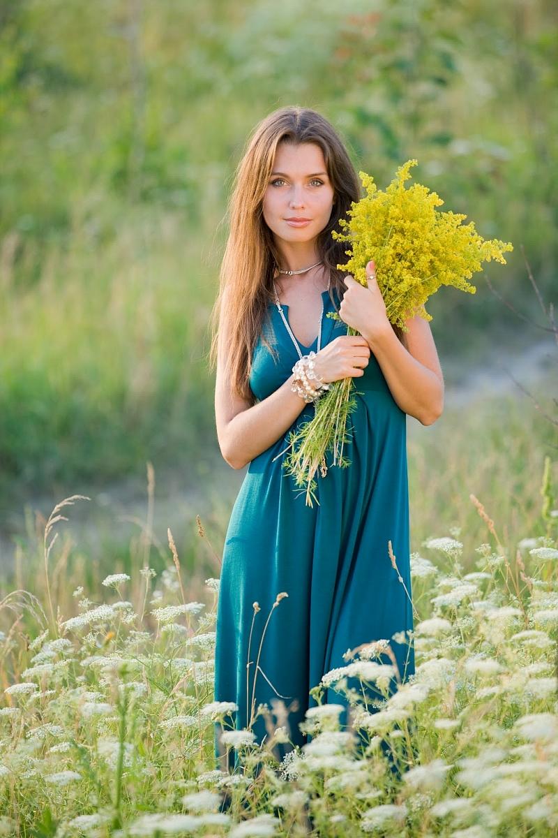 Фото русских женщин на природе 21 фотография