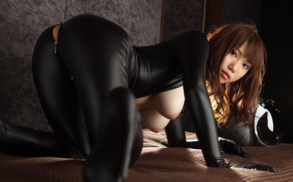 porno-aziatka-v-kostyume