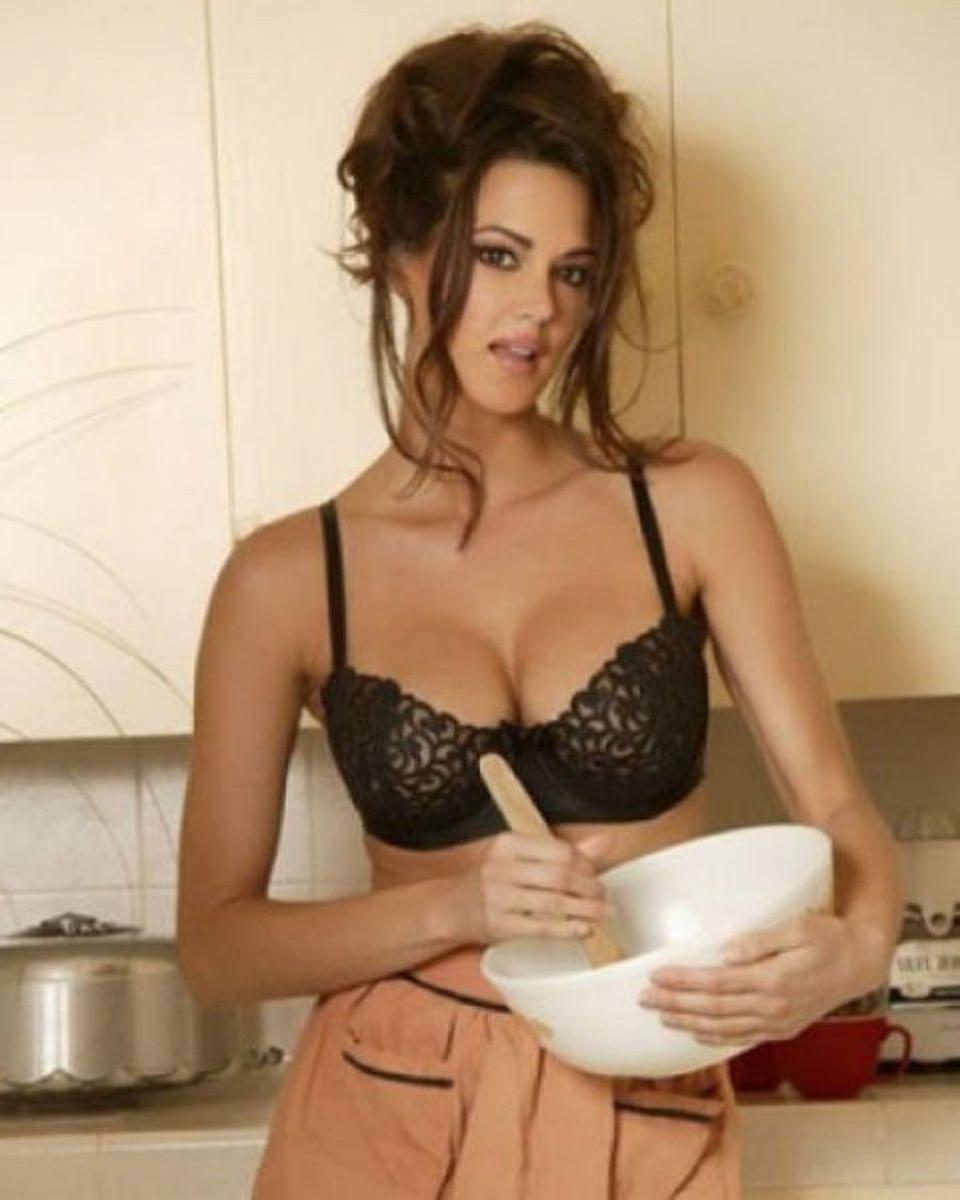 Эротическое фото девушек на кухне 18 фотография