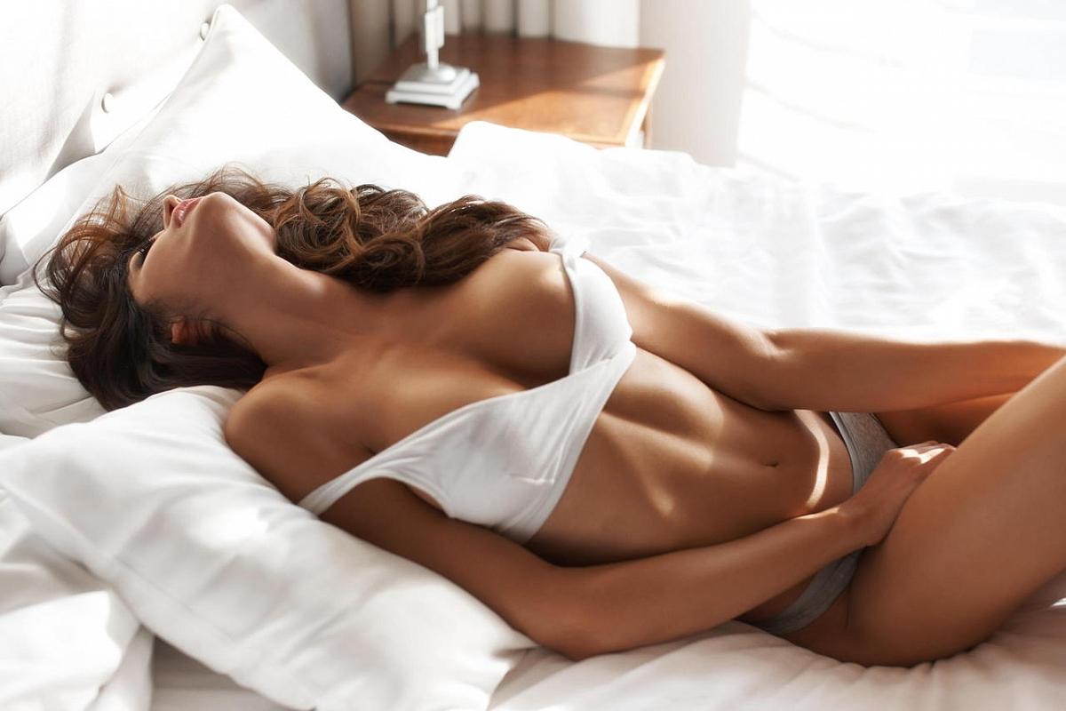 фото в кровати сексуальные девченки