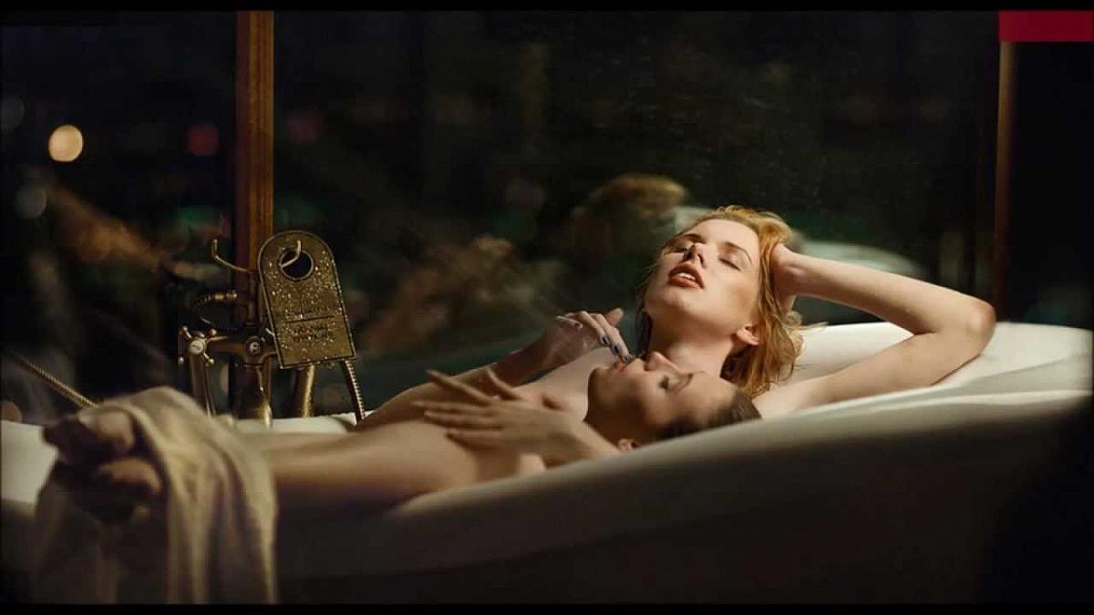 Просмотров 548. секс. ванна. Метки. она и она. любовь. вода.