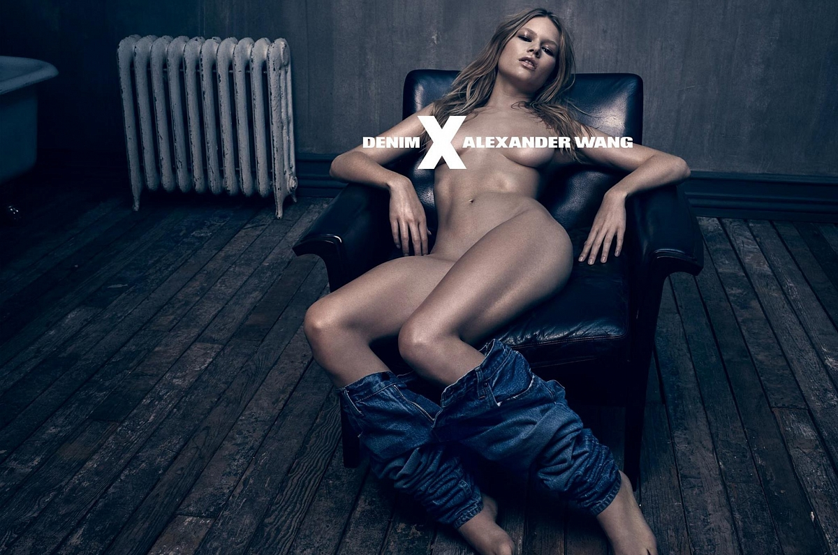 Эротические фото в одежде джинсы 20 фотография