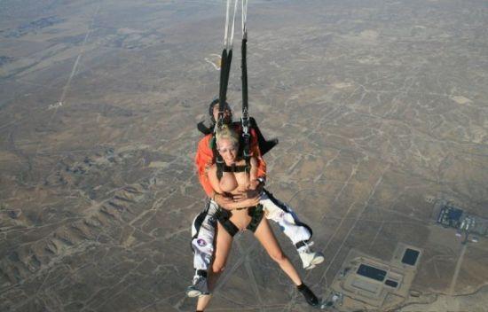 видео онлайн голые парашютисты если посмотреть стороны