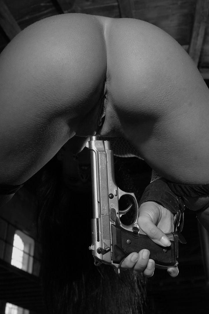ебут пистолетом в жопу - 4