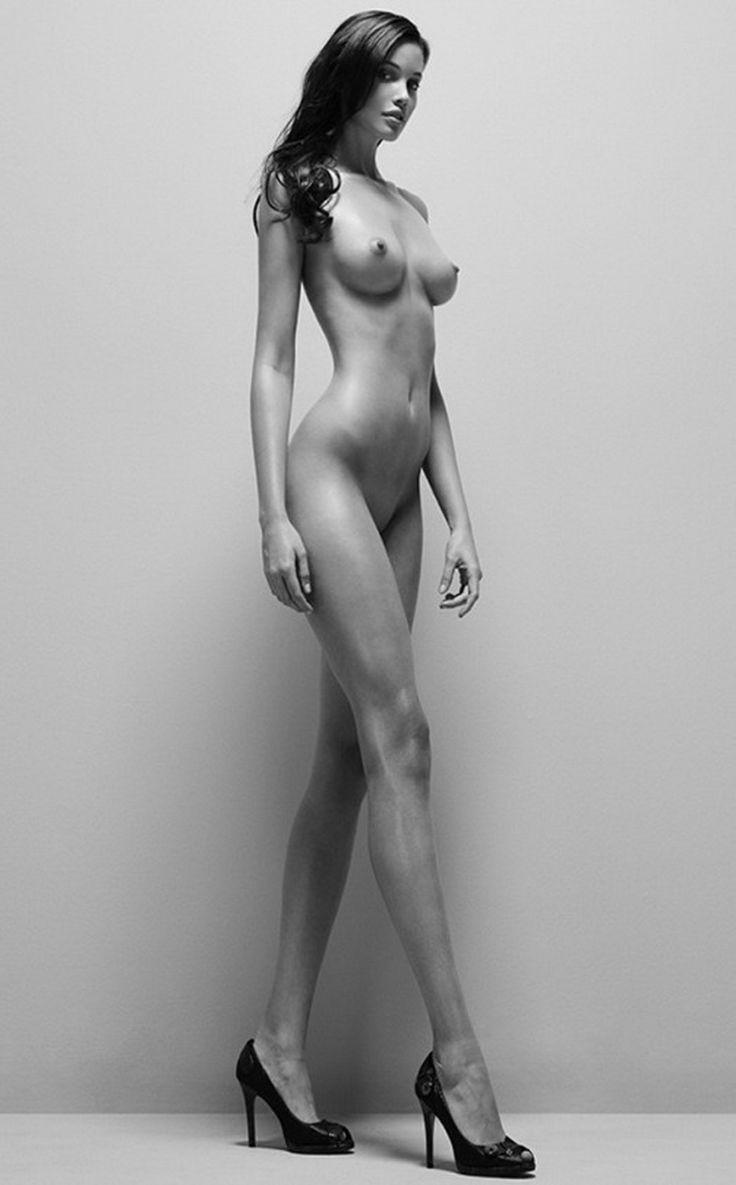 очень высокие девушки эро фото соски стали