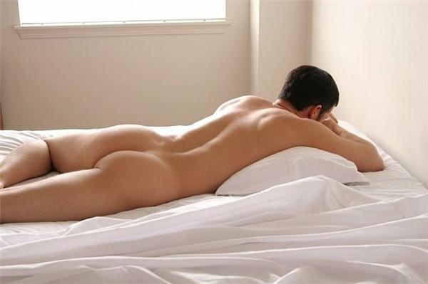 голые мачо в постели они