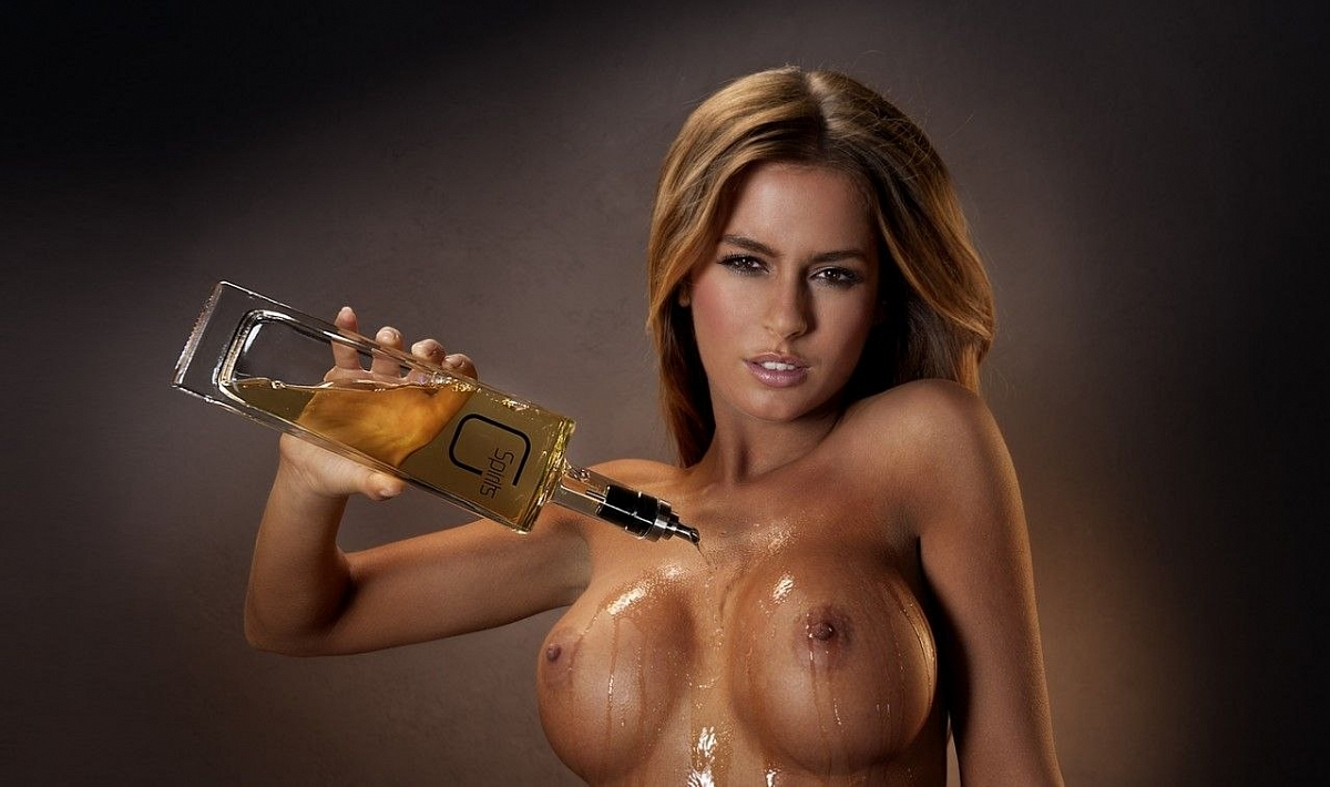 Naked girls alcohol sexual desire women kombat sheeva