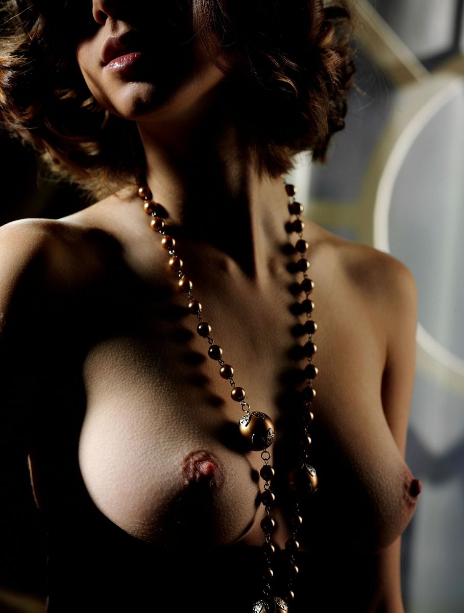 Naked pearl necklace