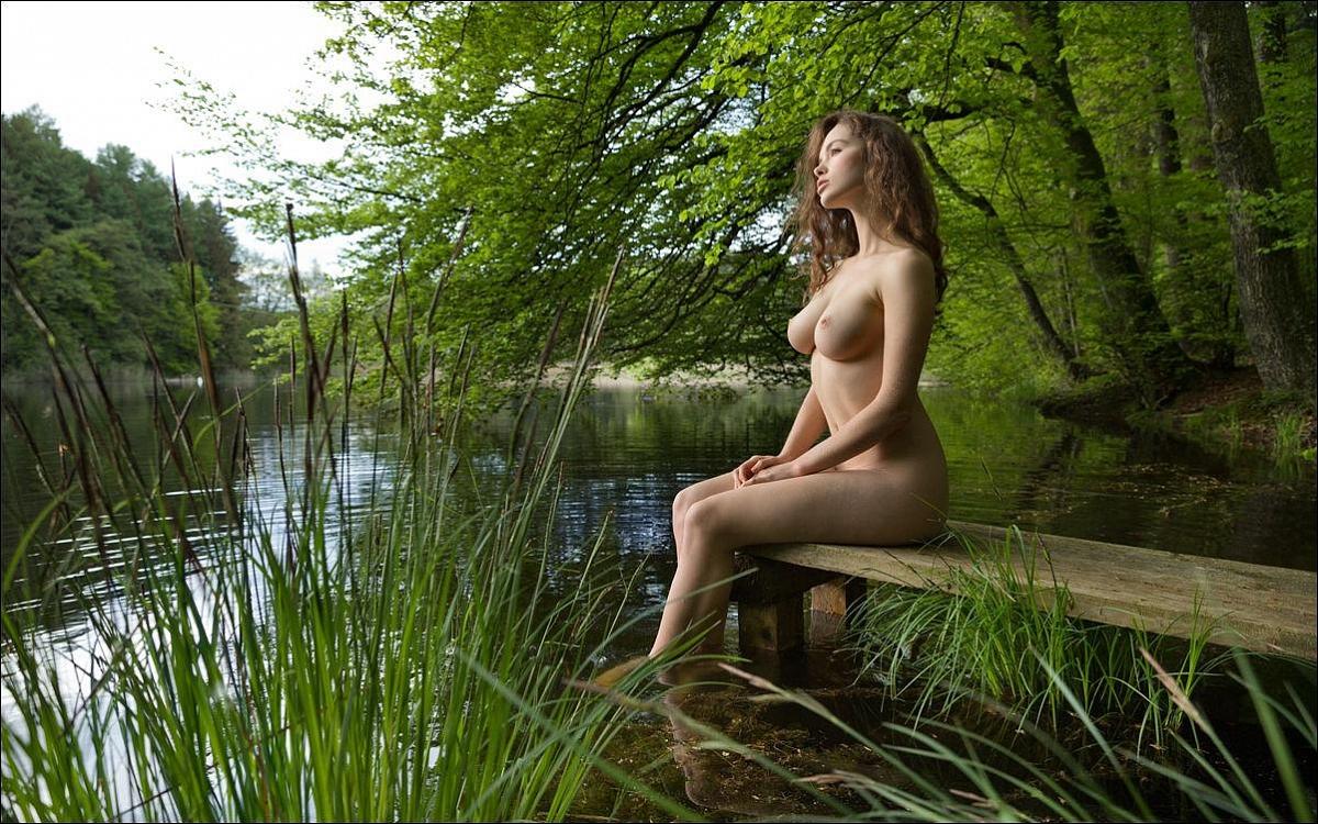 голышом на озере фото онлайн