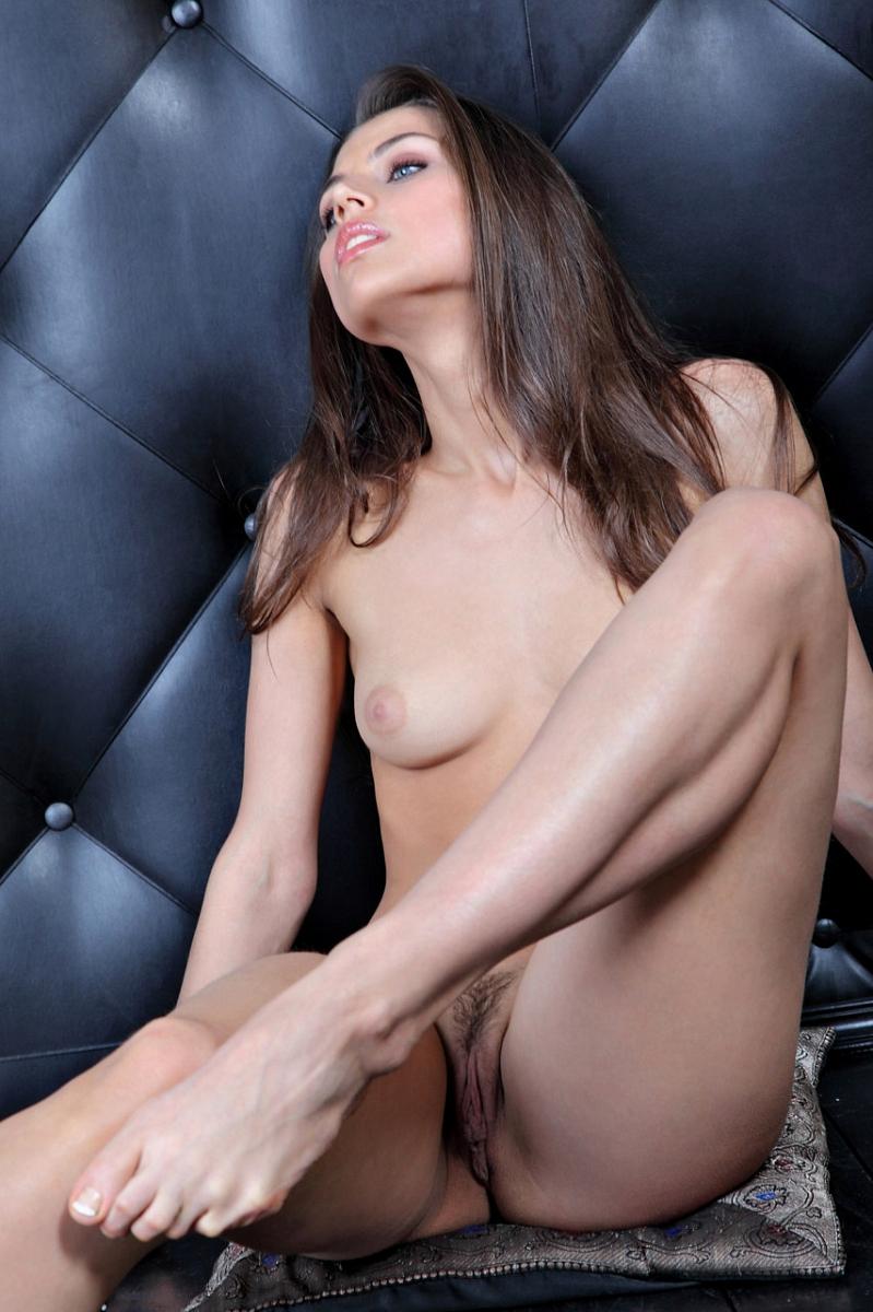 Valentina a nude