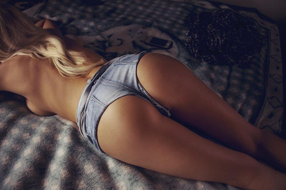 Жесткий секс стройных попок
