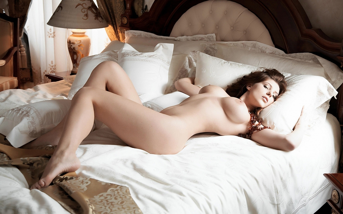 многие эротические фото женщина четыре срока кряду